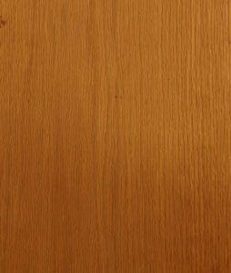 Roble se utiliza comúnmente para el suelo y los muebles debido a que muchas personas aman su grano.